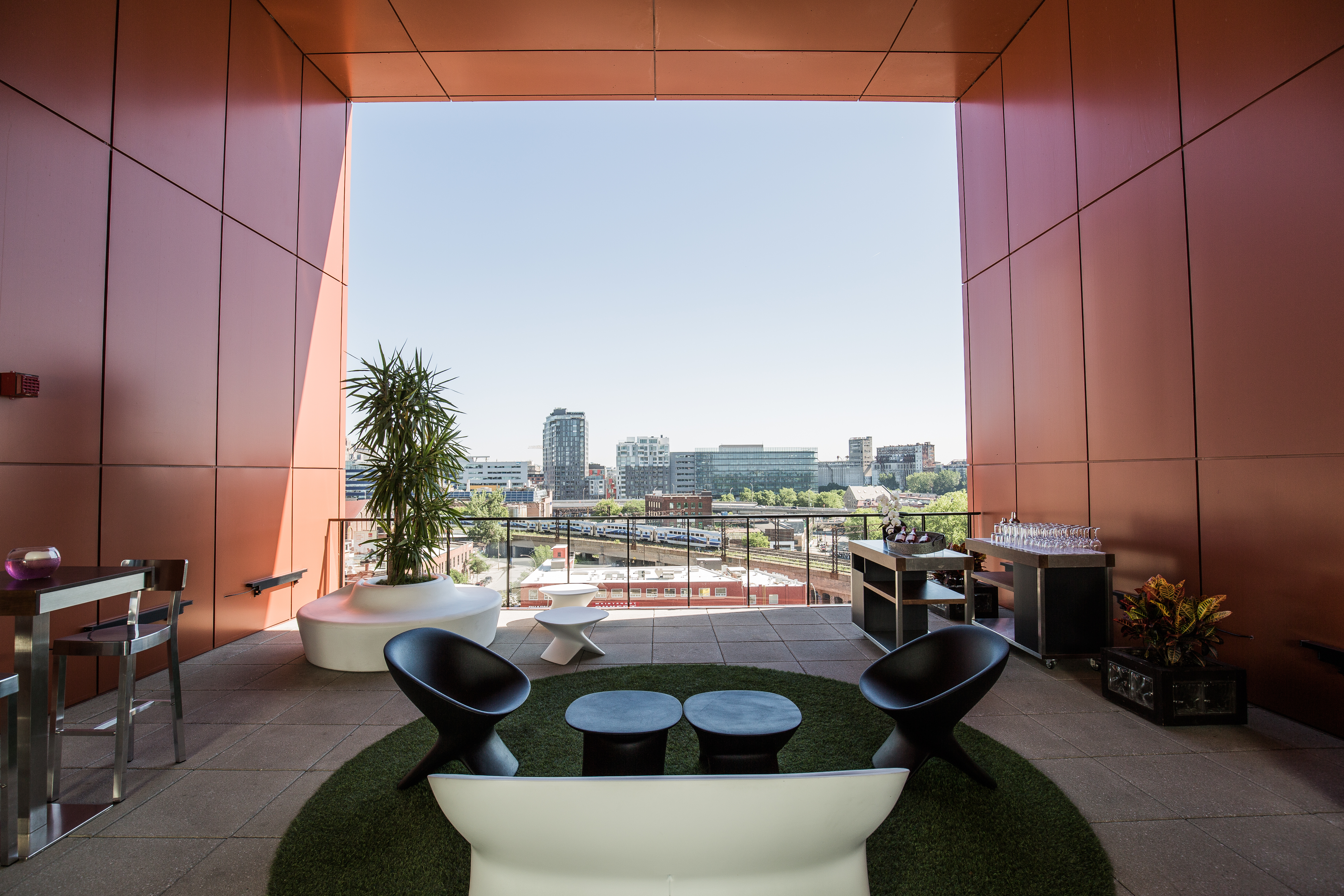 Alt Hotel Montreal >> A Quick Stay In Griffintown Alt Hotel Montreal The Curious