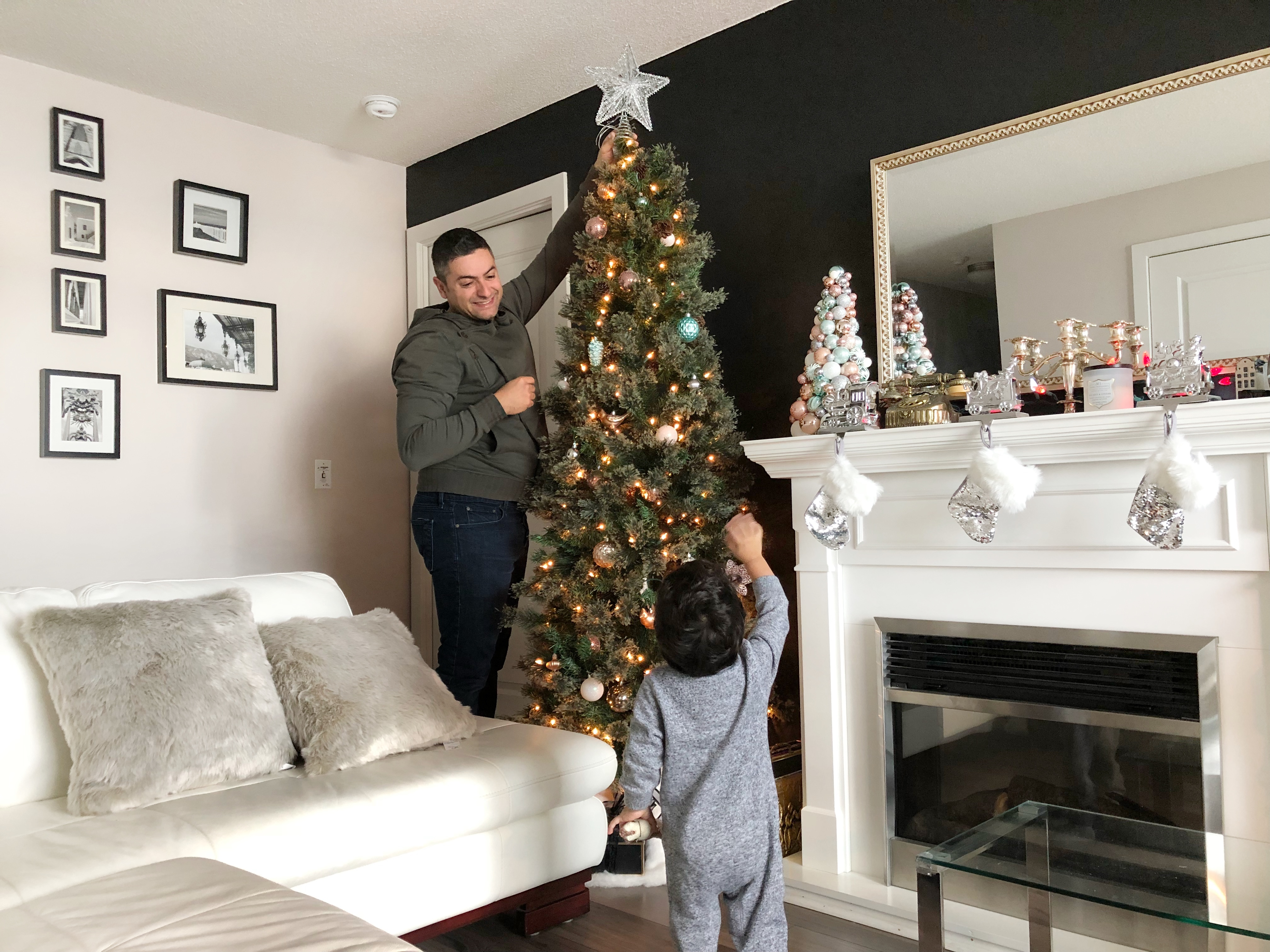 Toddler Christmas Tree.Tips For Decorating A Christmas Tree With A Toddler The